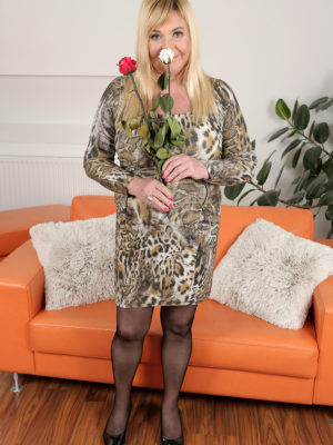 Curvaceous Brand Fresh Model Venuse Enjoys Flowers