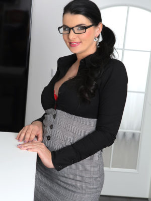 Cool Secretary Sandra Nero Delivers a Very Jummy Dish