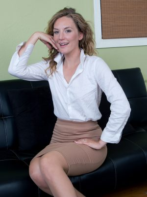 Beautiful Mona Wales Gorgeous Secretary