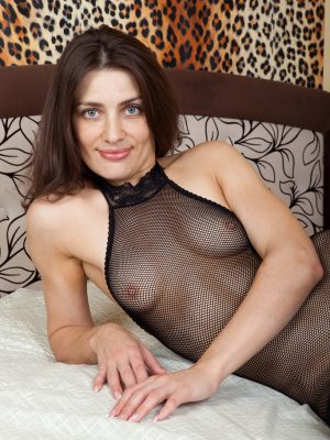 Gorgeous Egina Inside Her Fishnet Figure Stocking