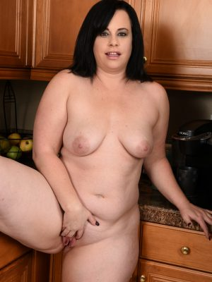 Big-titted Curvaceous Milf Virgo Peridot into the Kitchen