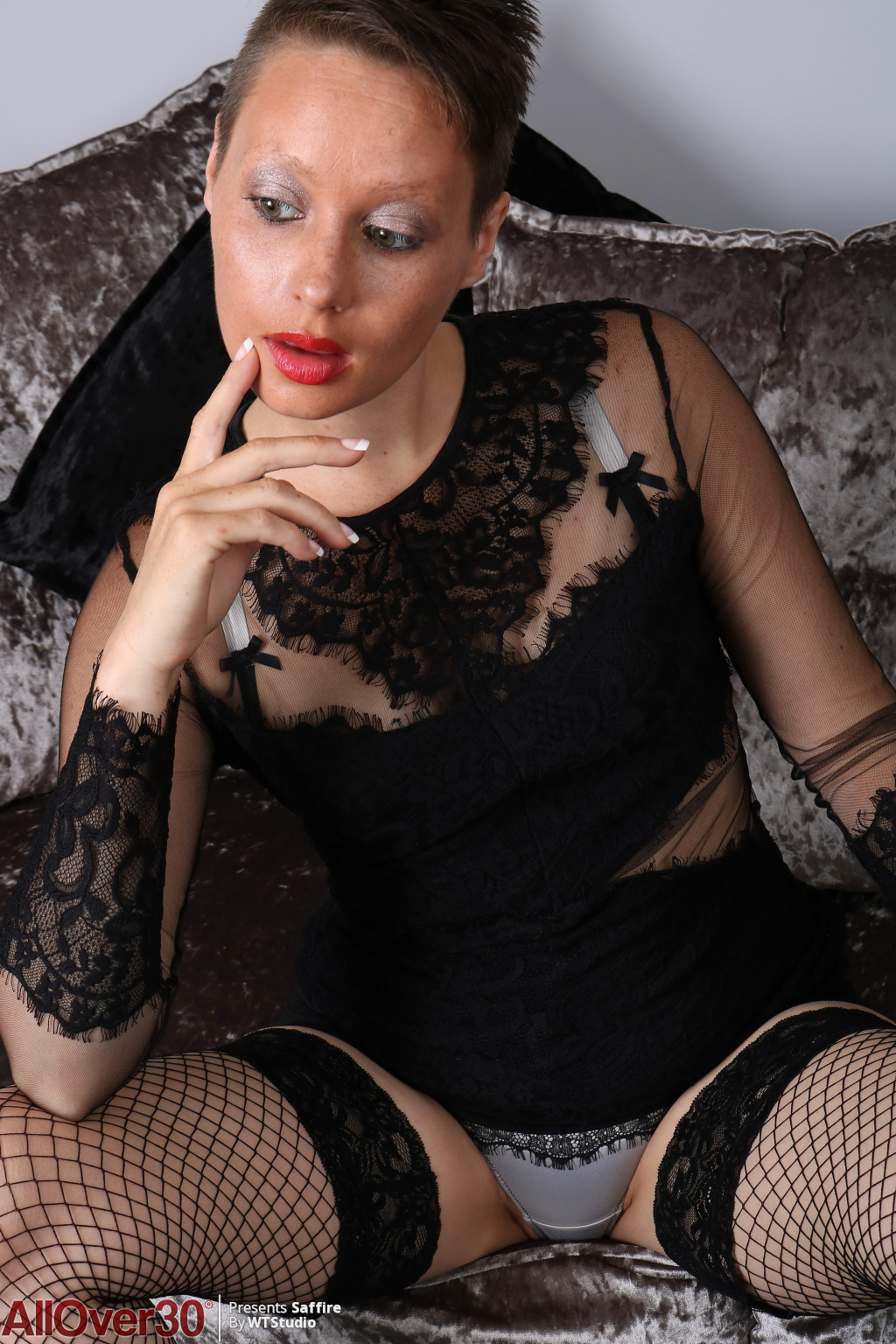 Saffire-sultry-in-black-03