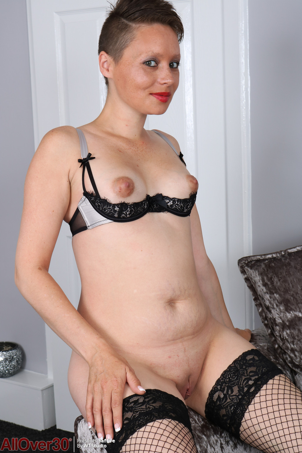 Saffire-sultry-in-black-10