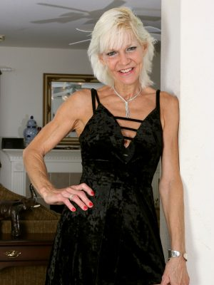 Mature Blonde GILF Mimi Smith