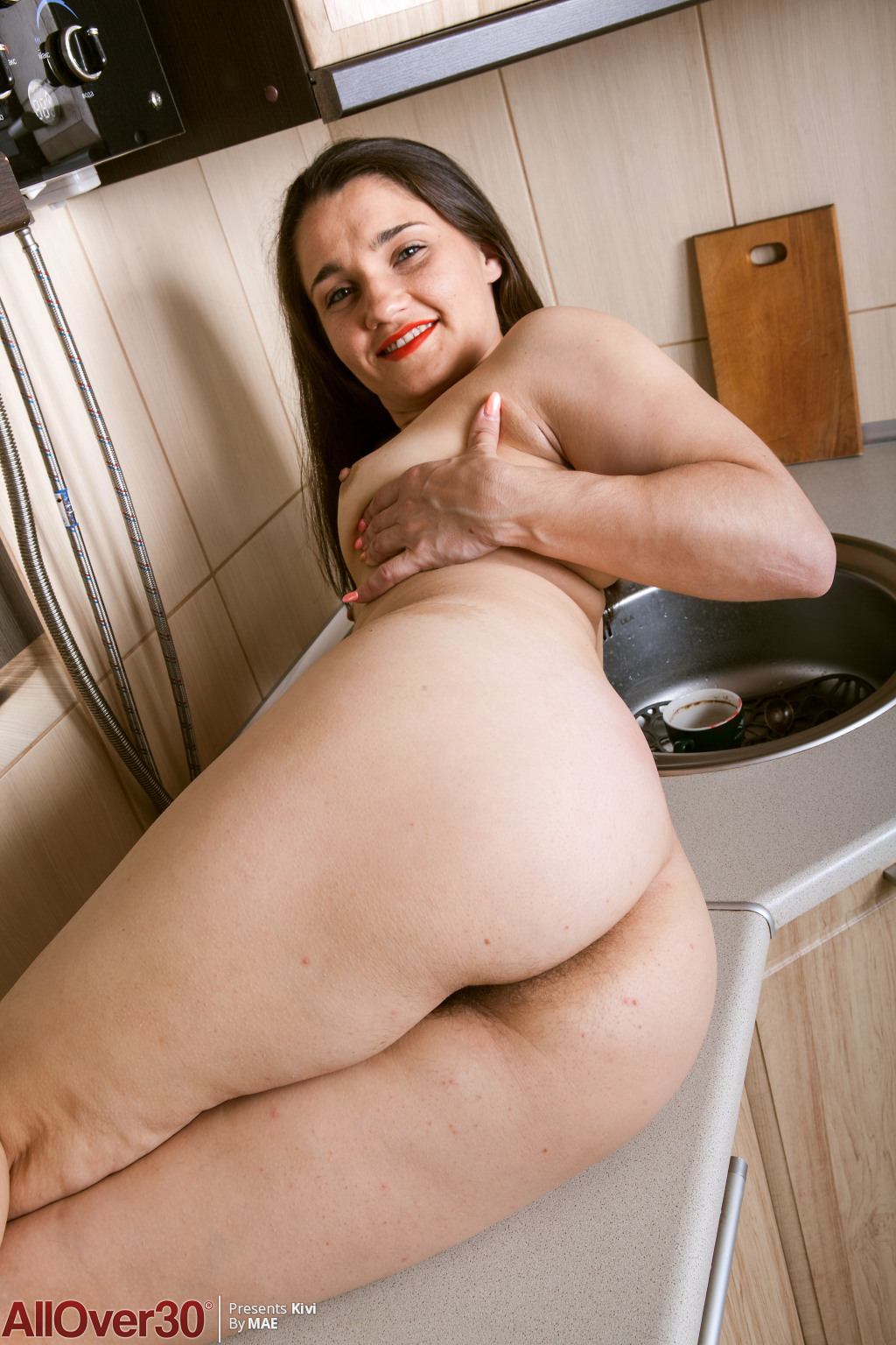 sexy-hairy-housewife-kivi-13