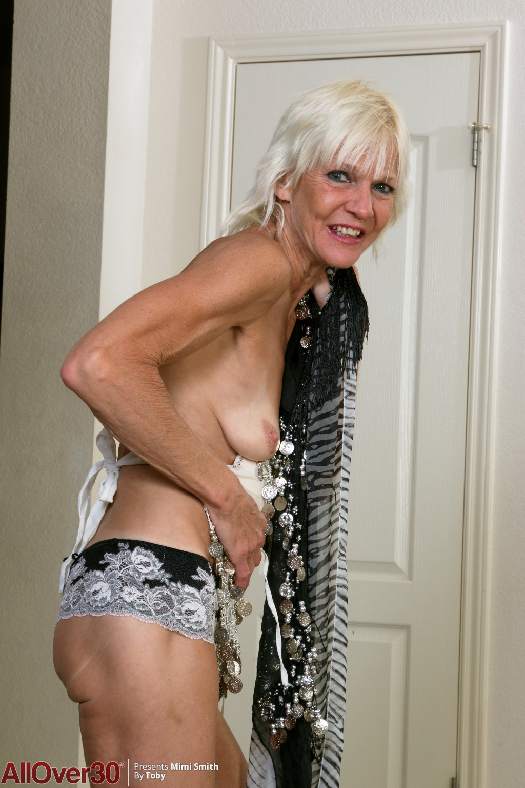 blonde-mature-babe-mimi-smith-03