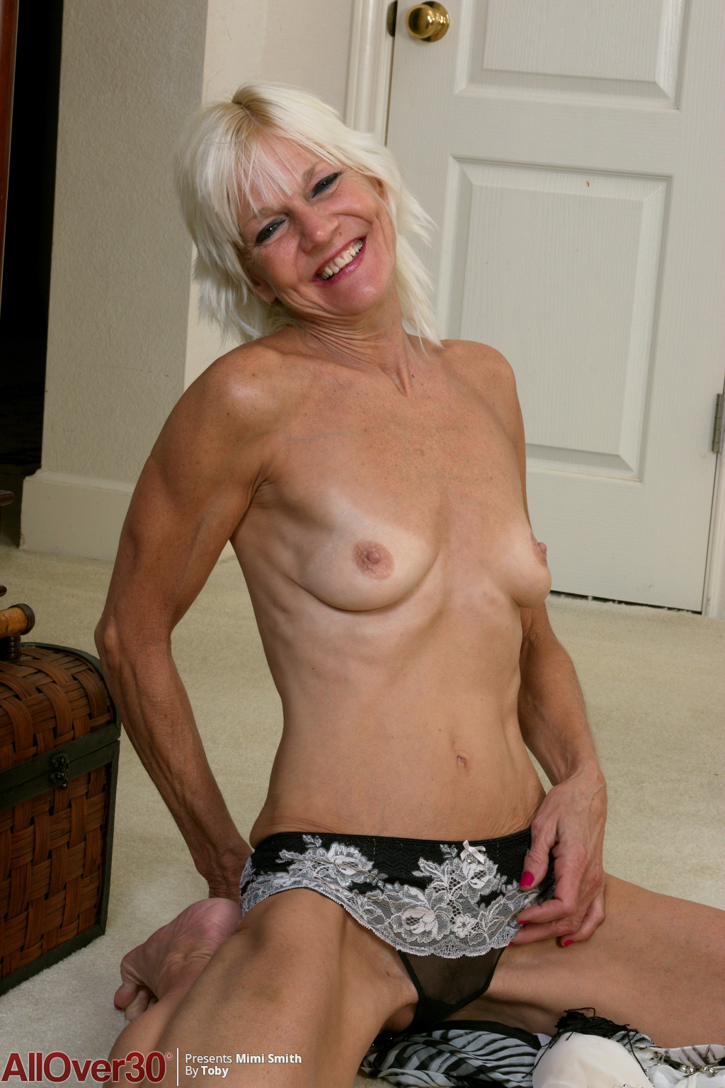 blonde-mature-babe-mimi-smith-05
