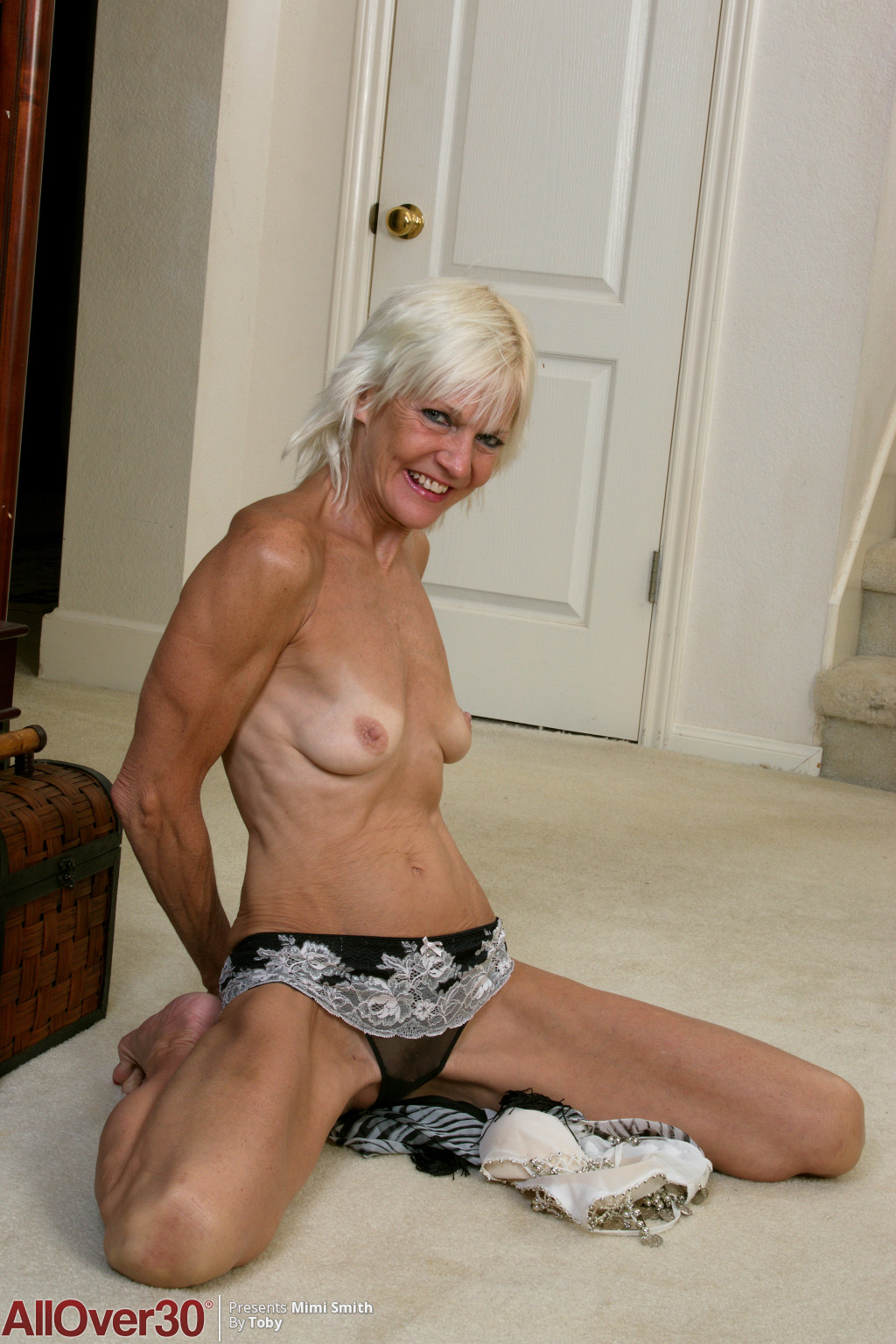 blonde-mature-babe-mimi-smith-06