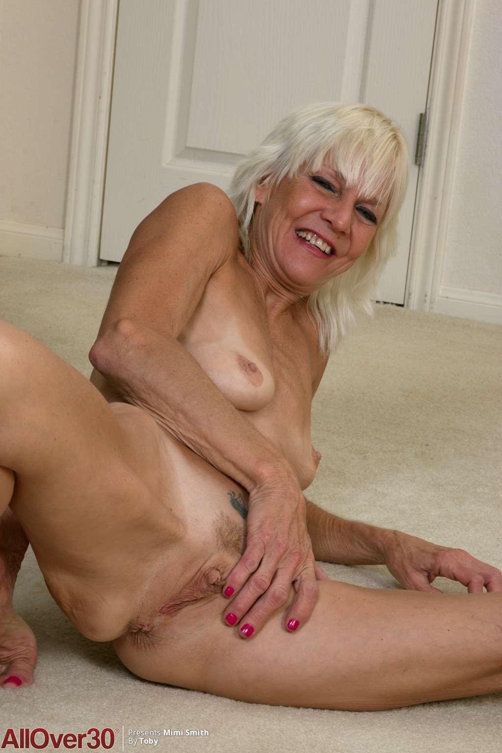 blonde-mature-babe-mimi-smith-14