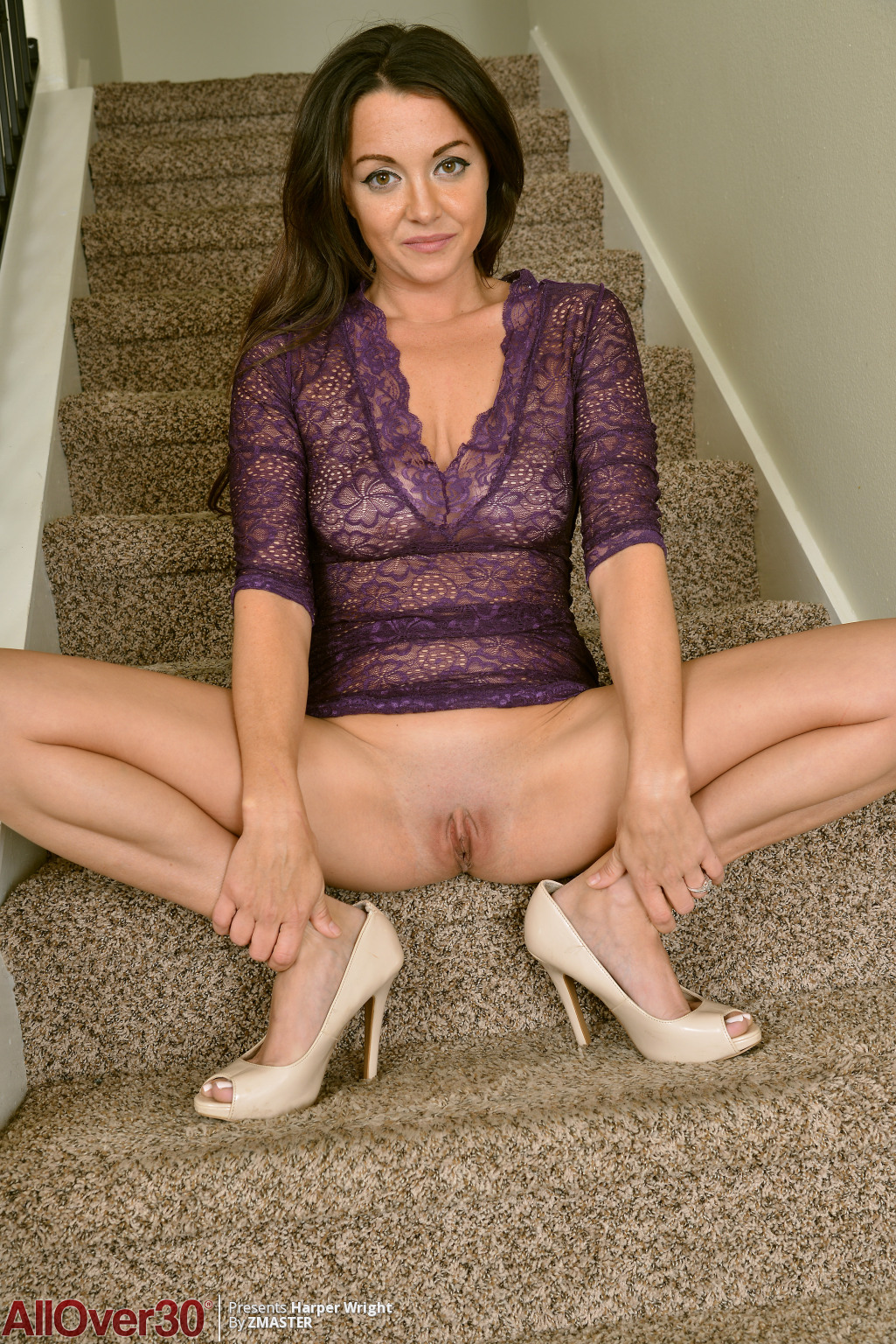 beautiful-harper-wright-shows-off-03