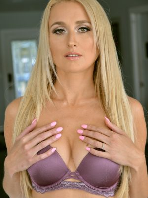 Misha Mynx Ideal Breasts