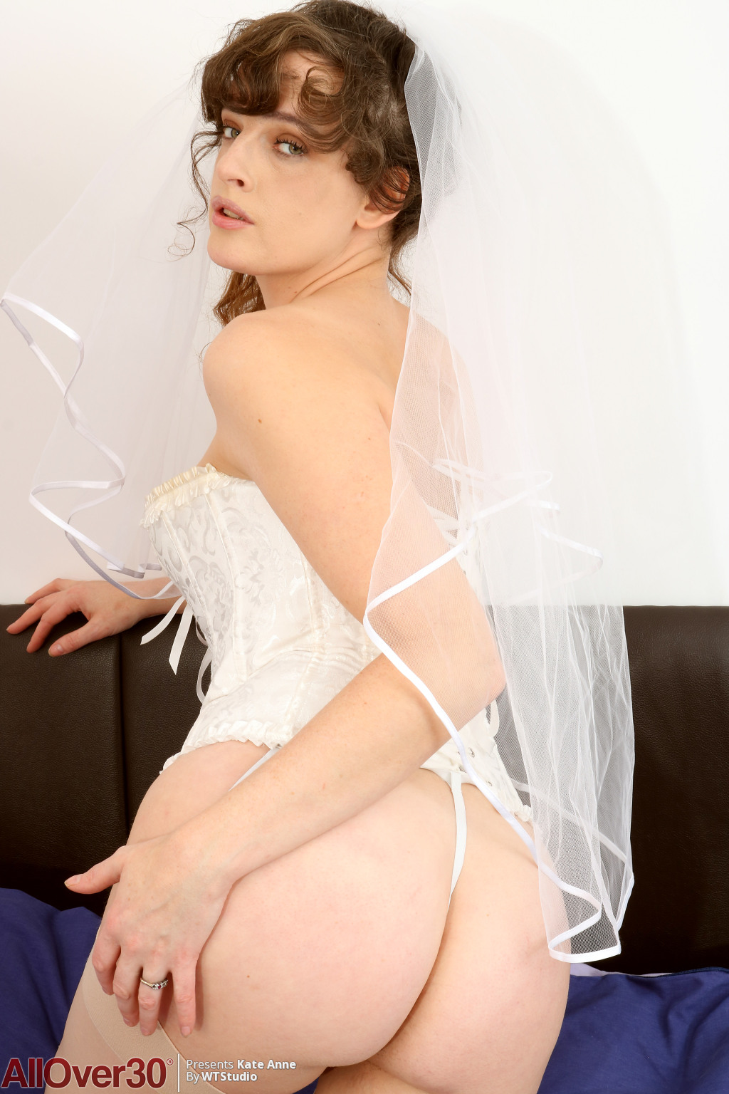 kate-anne-busty-bride-04
