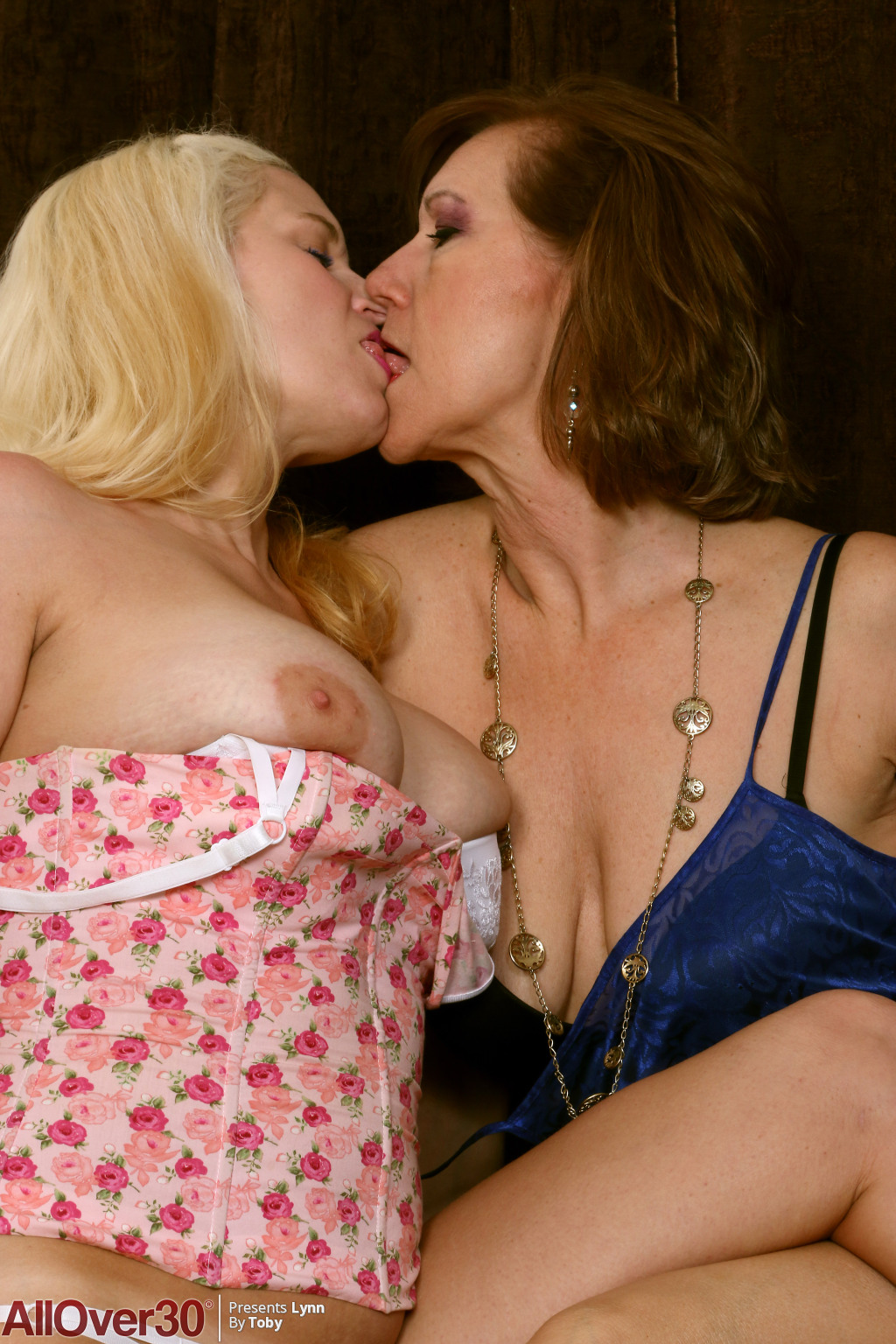 lynn-and-april-key-lesbian-lust-04