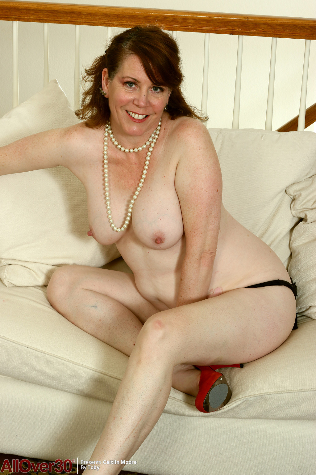 caitlin-moore-happy-and-sexy-09
