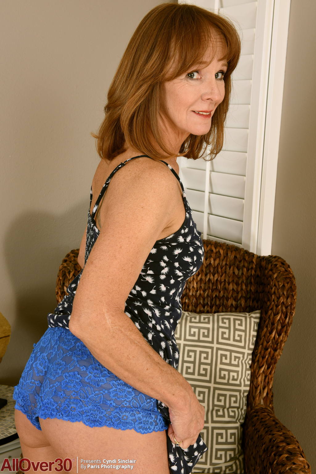 cyndi-sinclair-housewife-hotness-05