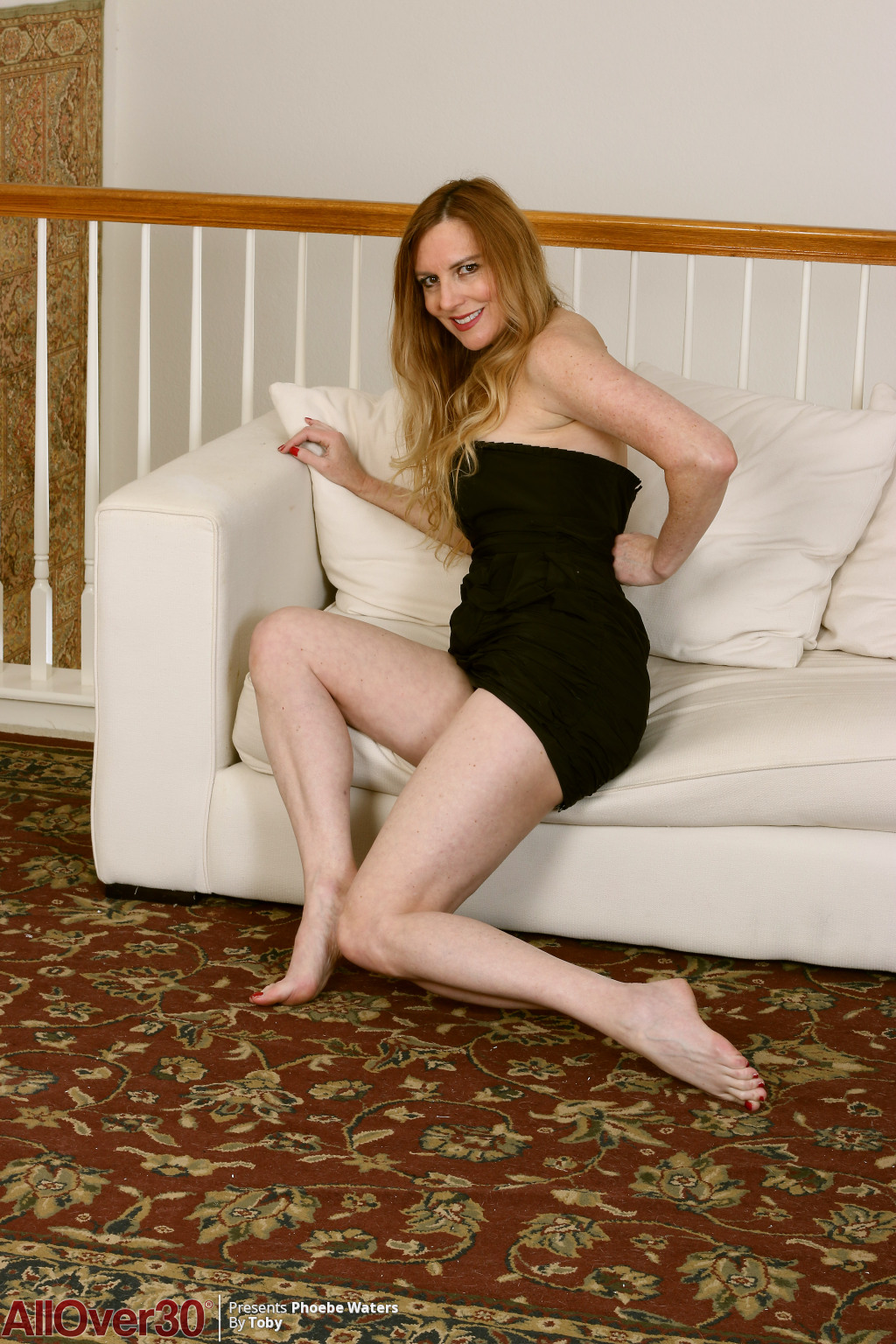 phoebe-waters-sexy-long-legs-07