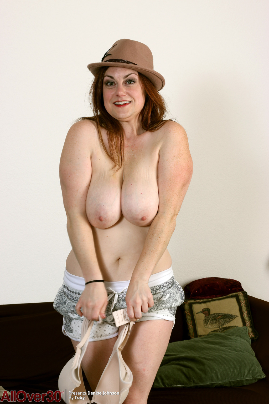 denise-johnson-cute-in-a-hat-06