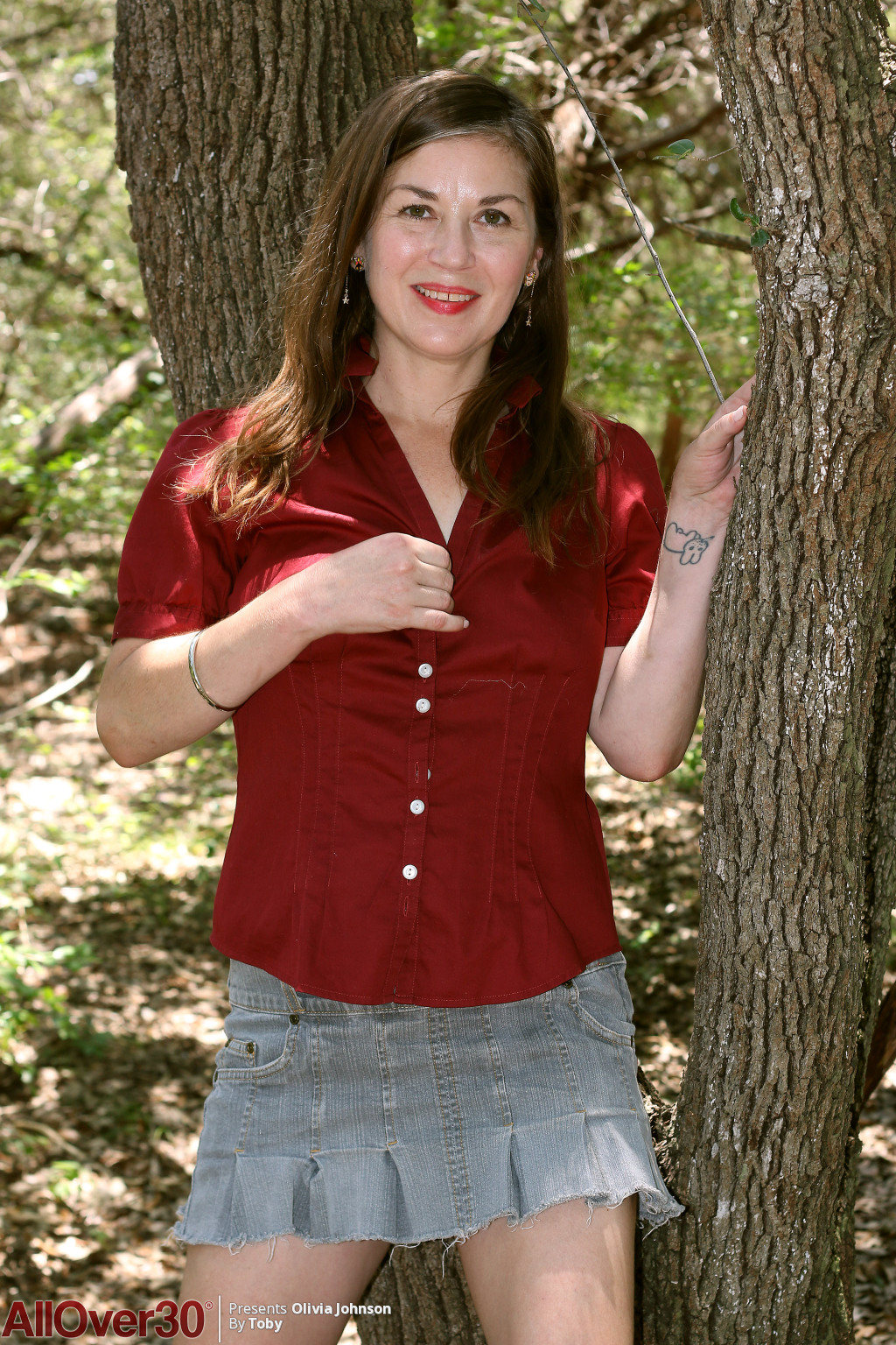 olivia-johnson-forest-milf-01