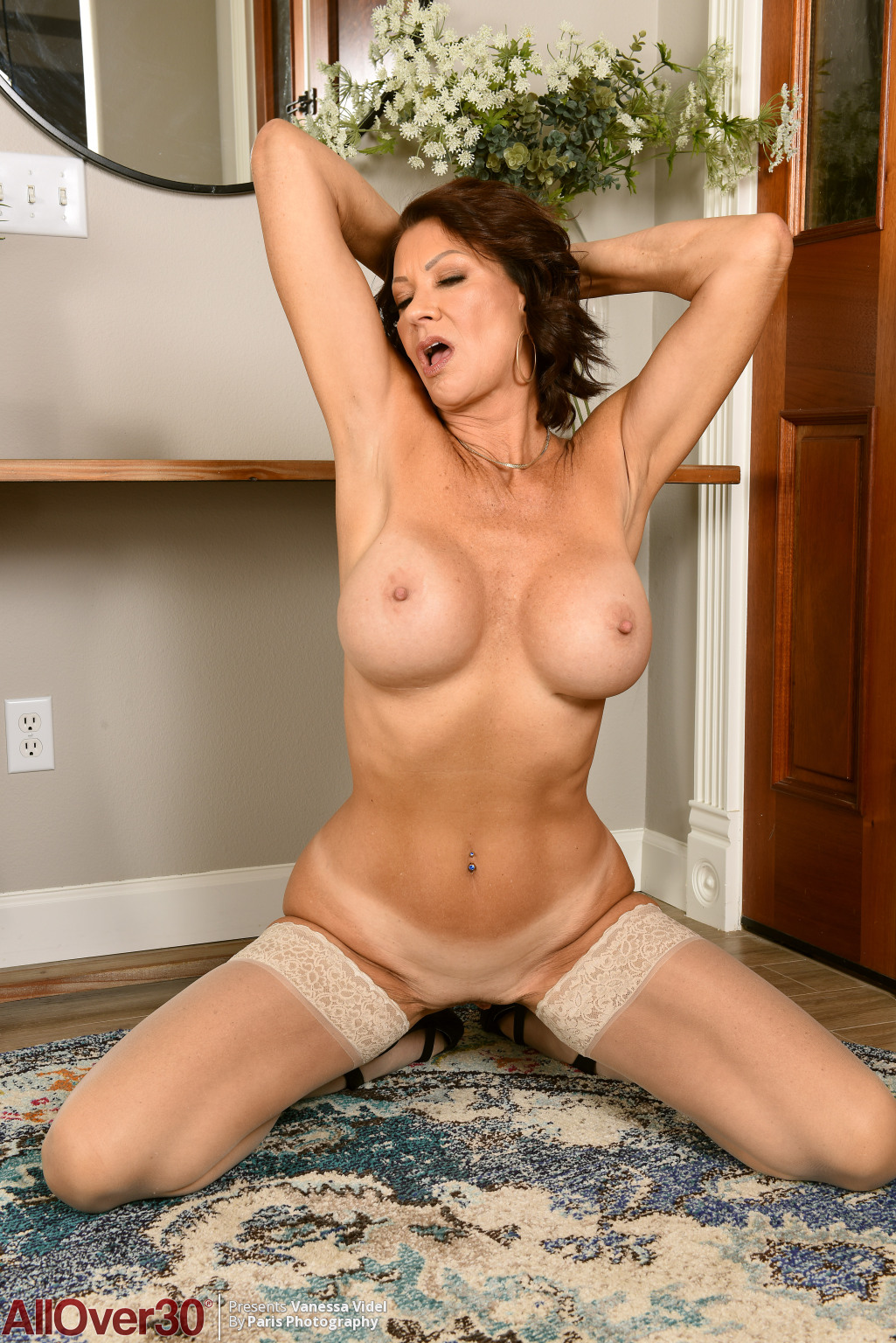 vanessa-videl-mature-stockings-14