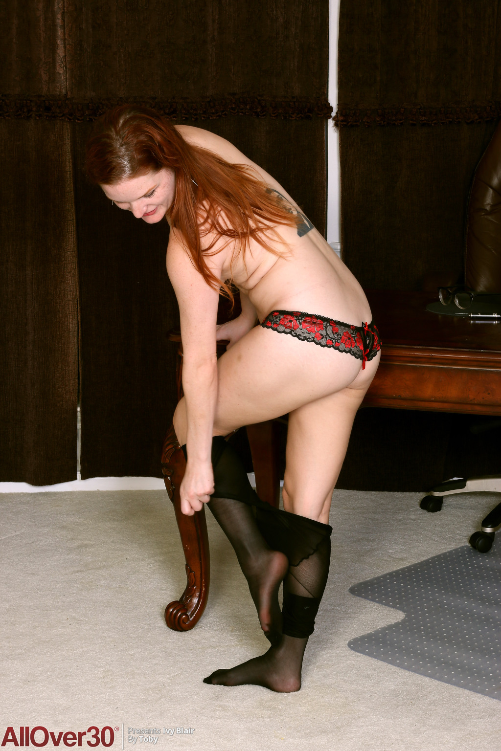 hot-secretary-ivy-blair-13