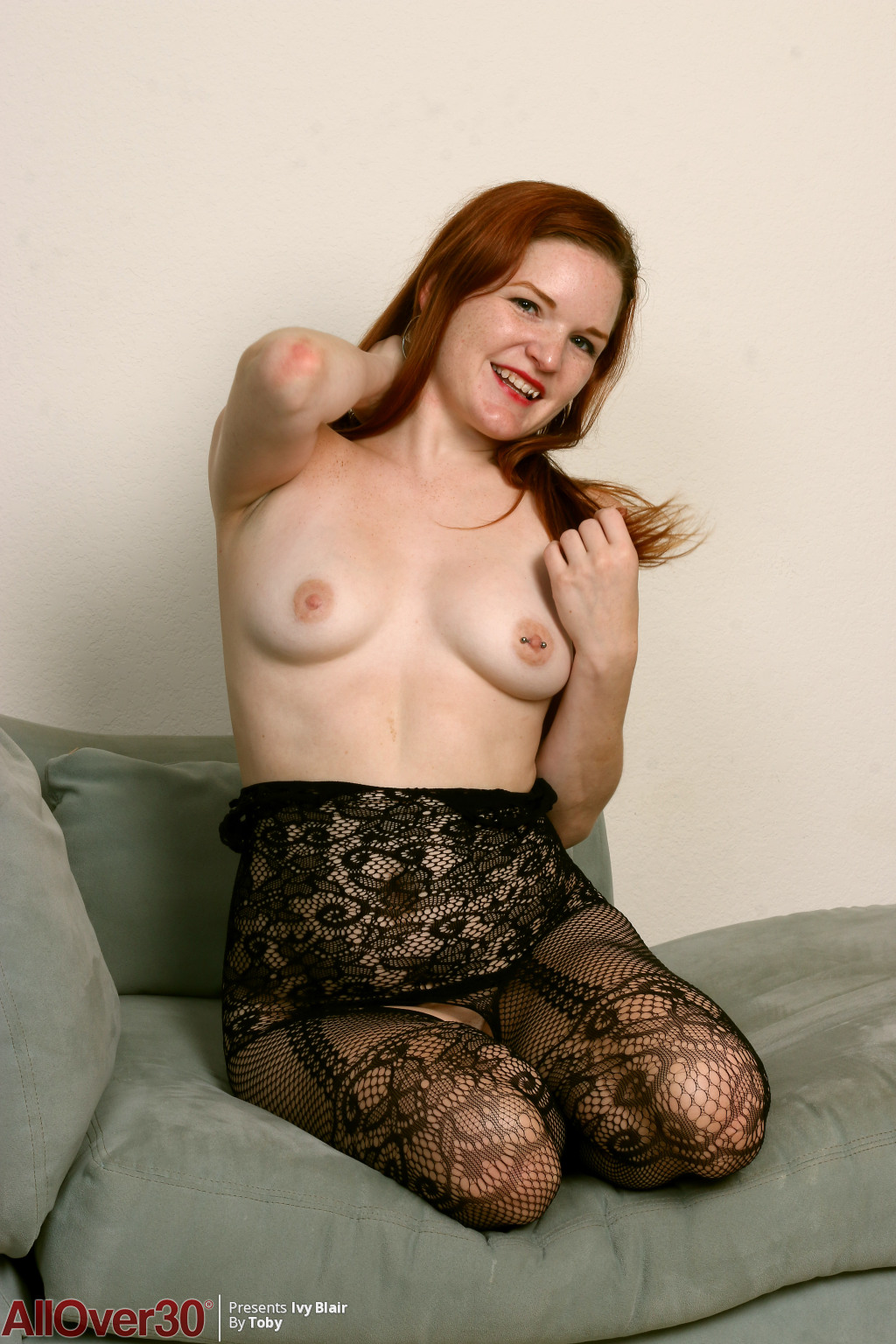 ivy-blair-lacy-stockings-06