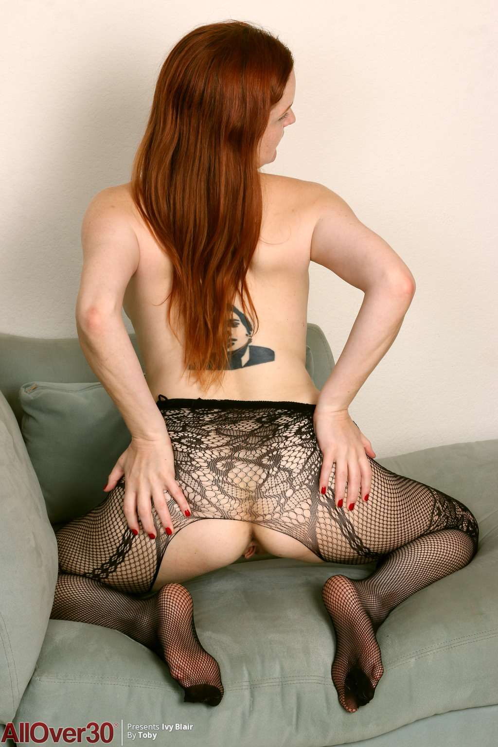 ivy-blair-lacy-stockings-09