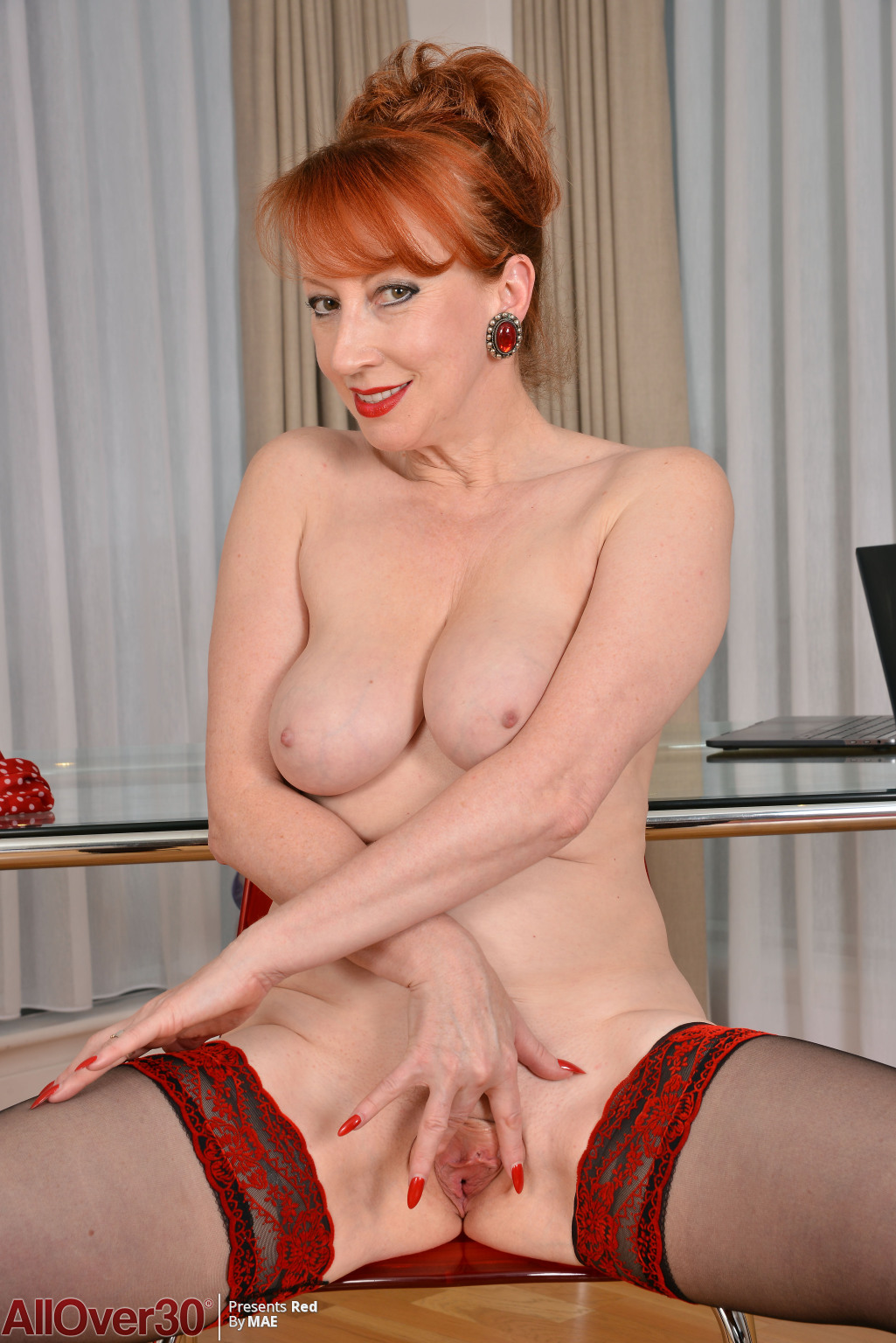 red-stockings-and-a-smile-15