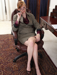 Office Milf Alex from  Milfs30 Strokes Her Naturally Furry Pubic Hair Here