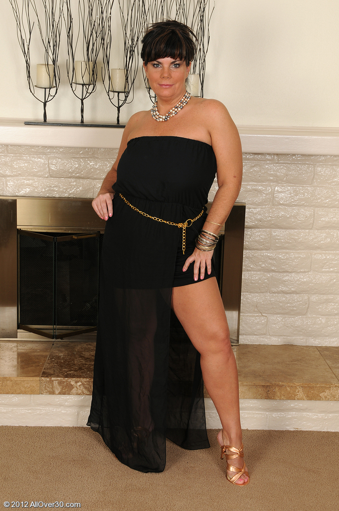 Elegant 33 Year Old Brooklyn Rain Slides off Her Evening Dress and  Opens
