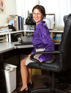 Watch This  Hot  Older Babe Office Chick As She  Opens for the Camera
