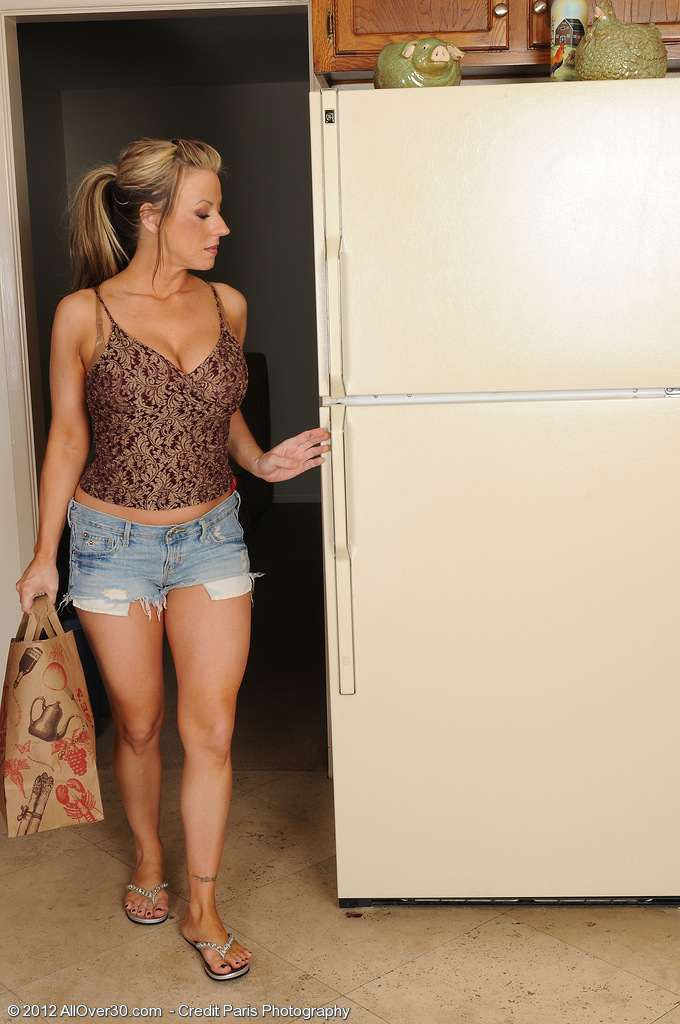 32 Year Old Carolyn Reese  Opens Her Handsome   Bootie in the Kitchen