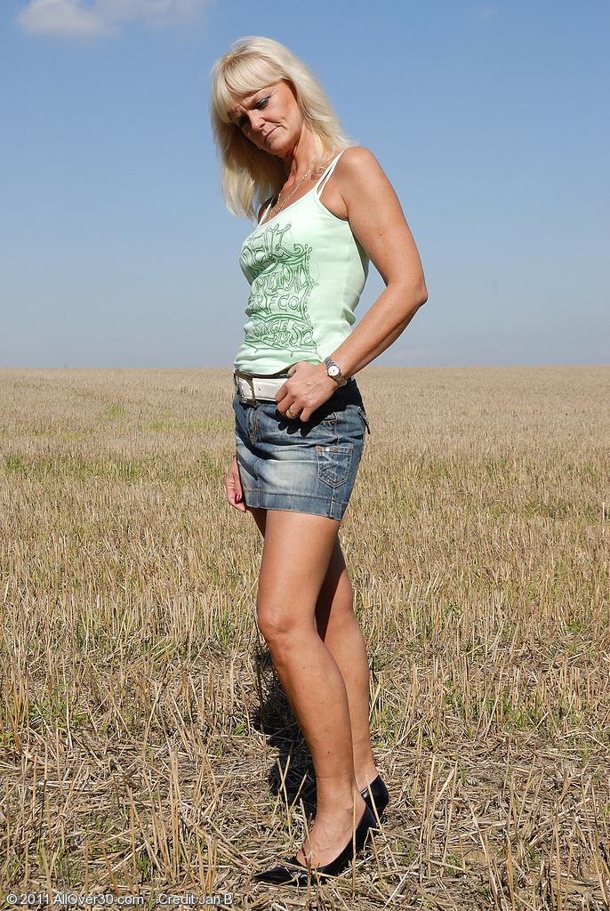 Blond Haired 43 Year Old Jenny F Undresses and  Opens Broad in the Area