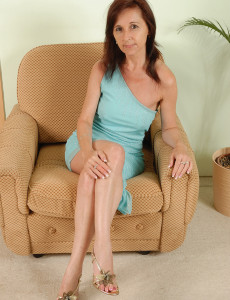 Older Babe and  Super  Super Insatiable Jenny H from  Milfs30  Opens Her Large  Twat