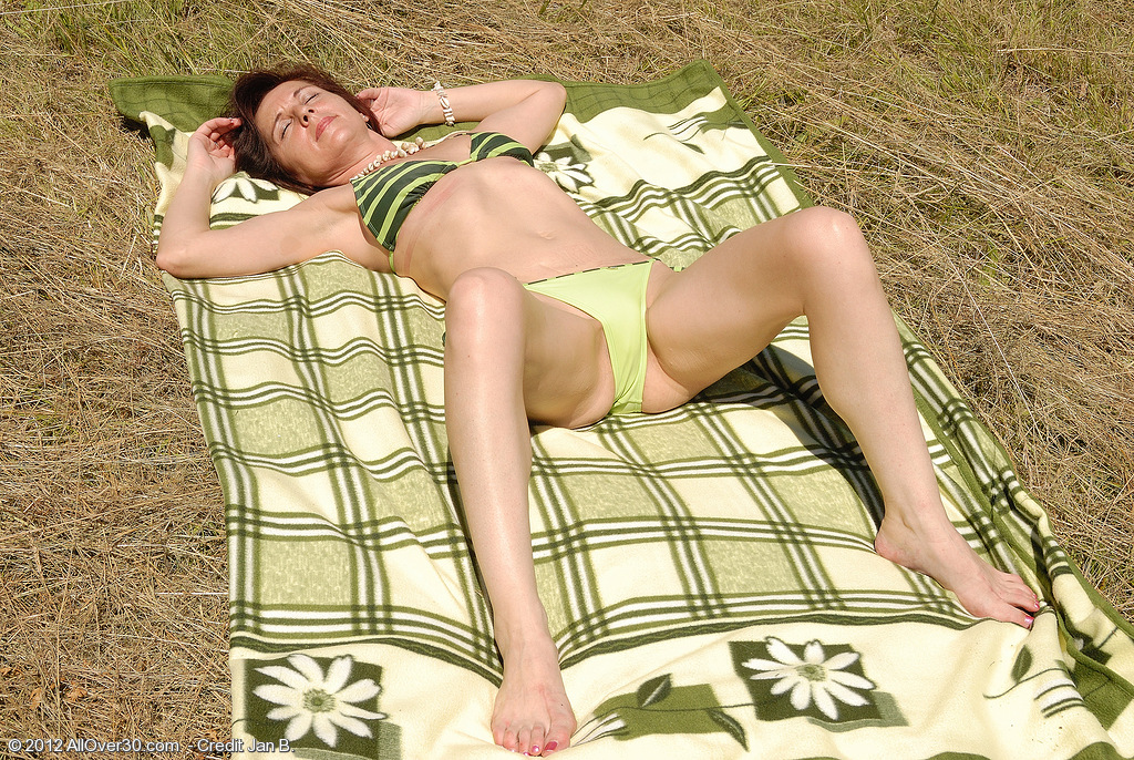 46 Year Old Jenny H Takes a Break from Sunbathing to Opened Up Her Gams
