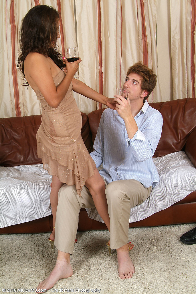 Exotic 32 Year Old Jesse Likes Some Lovely Young Cock in Here