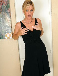 Blond and 31 Year Old Shyla from Milfs30 Opening Up Her