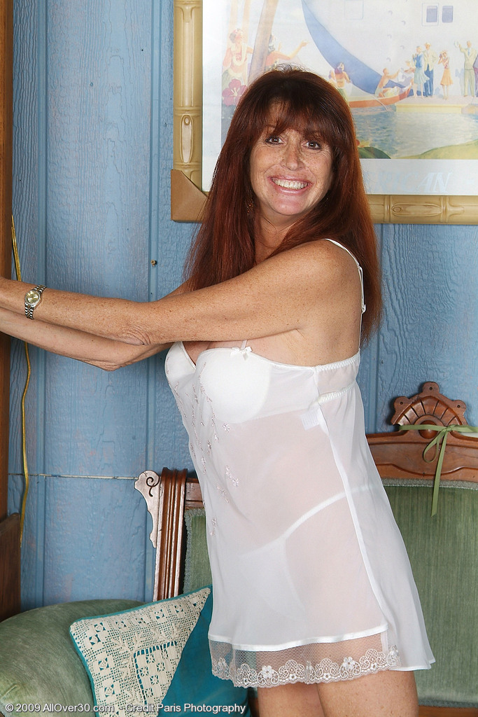 49 Year Old Kayla L from  Milfs30  Opening Up Her  Older Honey Long Gams