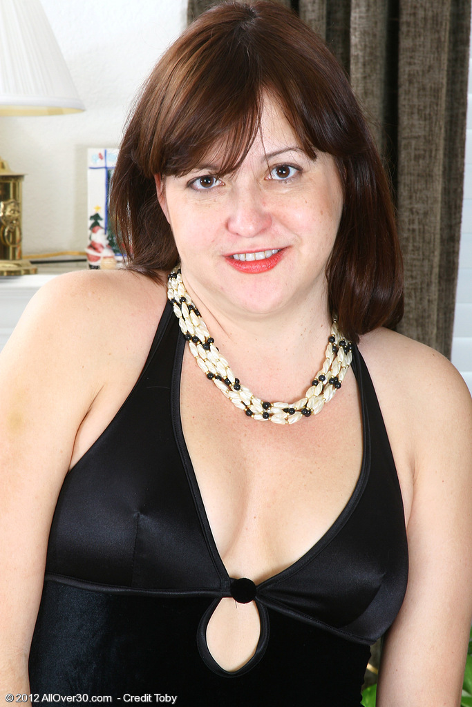 Elegant and 45 Year Old Kitty L from  Milfs30 Revealing Her Tits