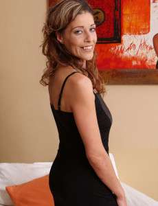 Fresh  Older Honey Model Lainda Cain from  Milfs30 Looking Elegant As Ever