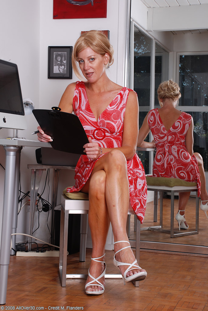 office nude Mom