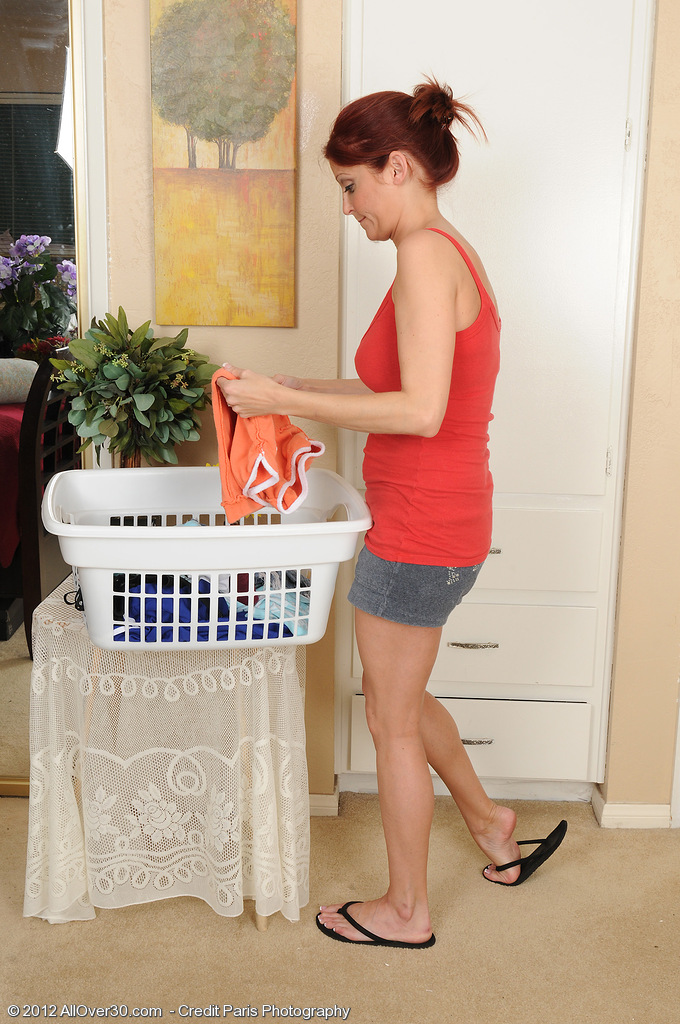 Chiseled  Wifey Lya Pinkish Prepares Her Laundry by Getting  Naked