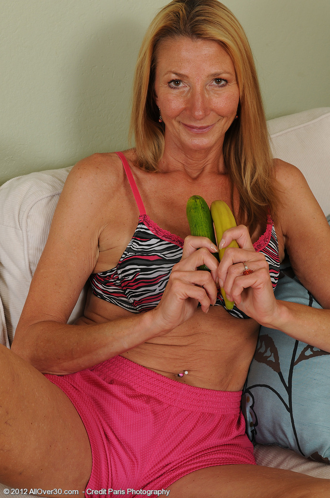 56 Year Old  Wifey Pam Plunges a Banana into Her Finely Aged  Beaver