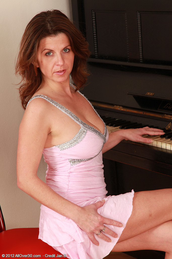 36 Year Old Patris Displaying off Her Large  Older  Hoo Ha While on the Piano