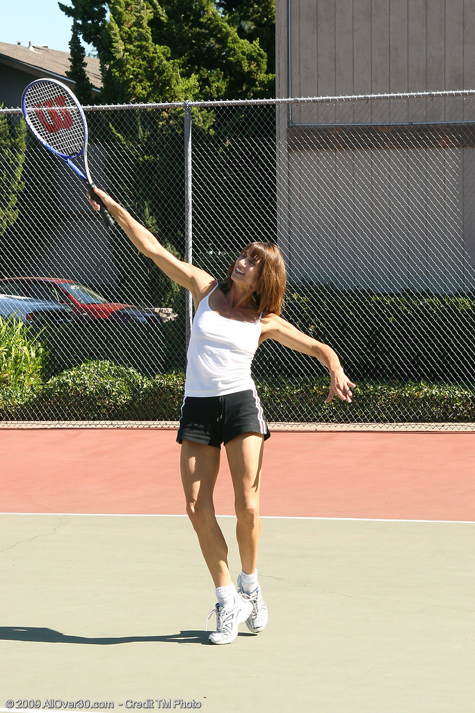 Muscly and  Older Rose Works Her  Cootchie out After Playing Tennis