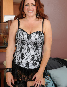 Big Breasted Kitty S Glides off Her  Hot Knickers to Pose Her Hot  Older Babe Body