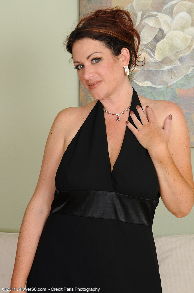 Elegant and  Killer Ryan Shows off Her Cleany Trimmed  Beaver in Here