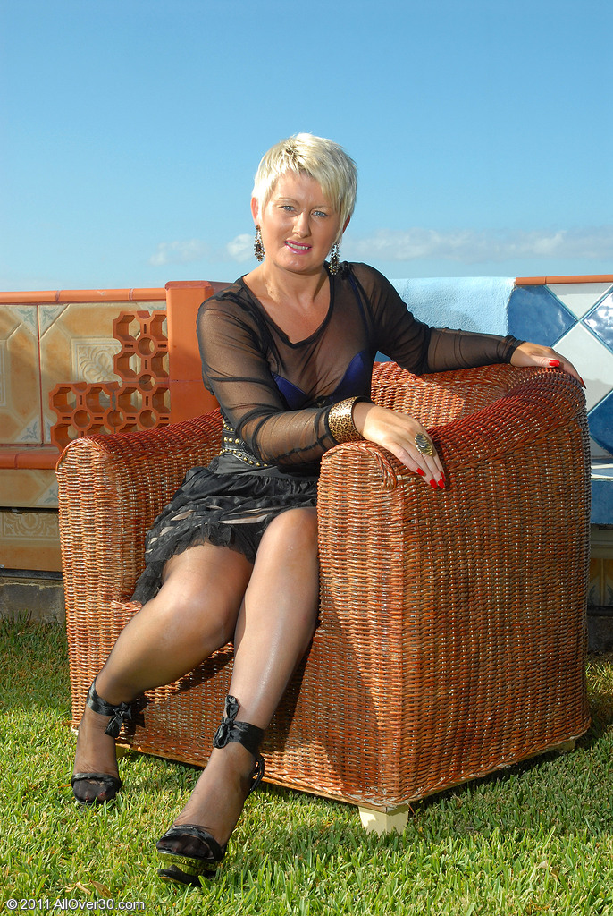 Hot 44 Year Old Sally T Studies Her Hot  Wet and  Older Stunner  Hoo Ha Outdoors
