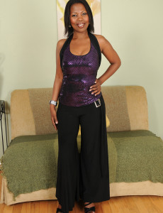 Cool Black Cougar Jayden from Milfs30 Displaying off Her