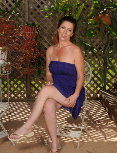 46 Year Old Tammy Sue Gets  Bare in the Backyard and  Opens Broad