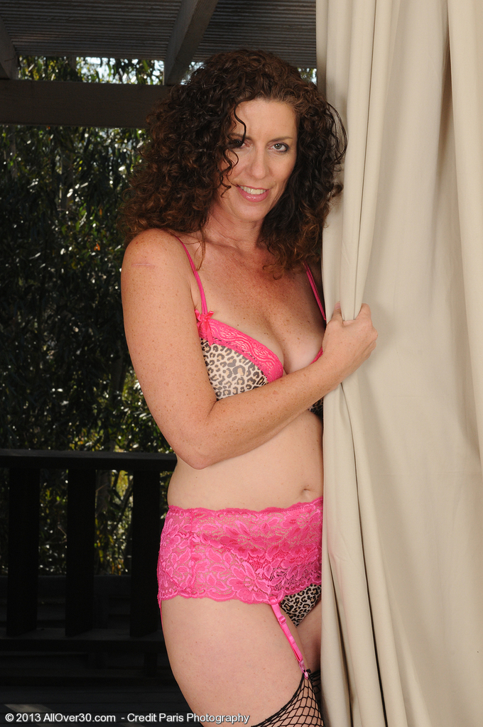 Brown Haired and Lacey Tammy Sue Pulls Down Her Pinkish Panties in Here